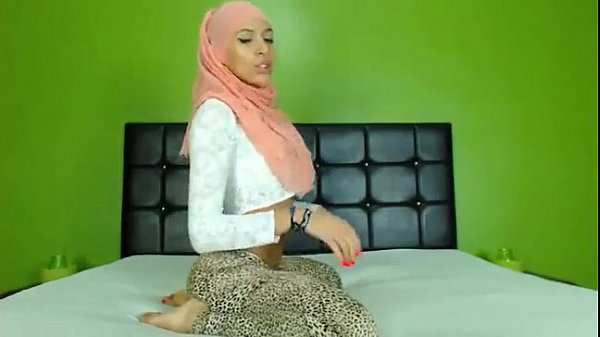 Sexy arab ass on cam - sign up to Nudecamroulet...