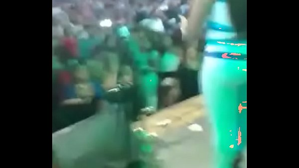 Deysi Araujo Z bailando leggins