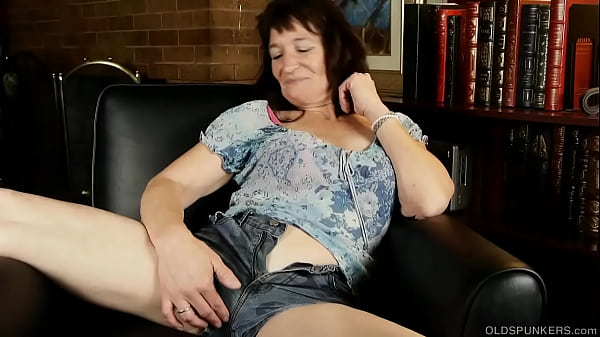 Cute cougar talks dirty while fucking her soaki...