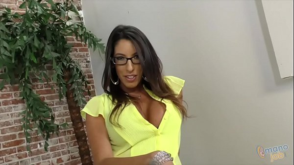 Dava Foxx talking dirty while using her hands o...