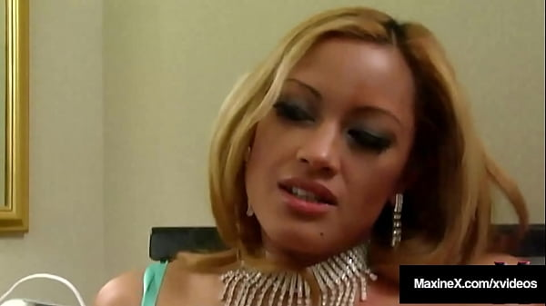 Cougar Maxine X Makes Horny Anna Taste Her Squirting Cum In Hot 4Some