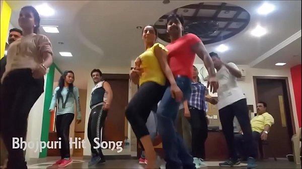 Hot Akshara Singh Dance Rehearsal and shaking boobs