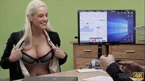 LOAN4K. Die arme und wunderschöne Verkäuferin hat wilden Sex