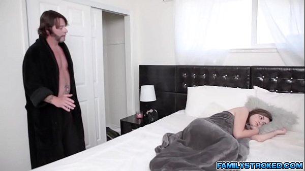 Stepdauhter Blake Valentine fucks with stepdad