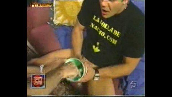 Anastasia Mayo measuring the poya to Nacho Vidal in Cronicas Marcianas