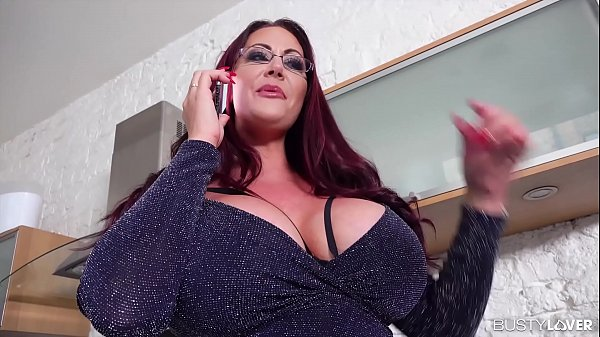 Busty lovers watch top-heavy Milf Emma Butt bei...