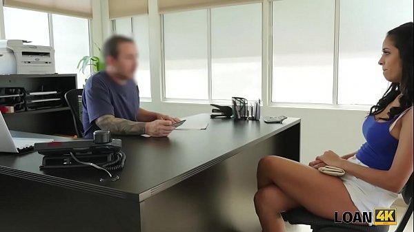LOAN4K. Chose douce Abby a des relations sexuelles avec un étranger pour obtenir l'argent nécessaire