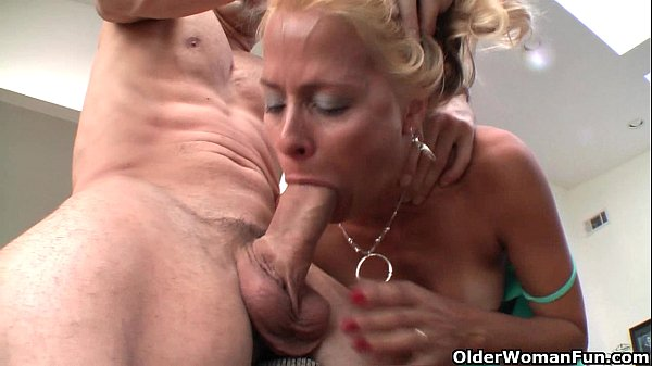 Squirting milf Payton Leigh drains hard cock Thumb