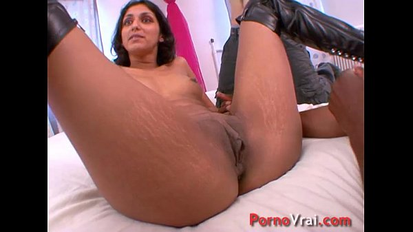 Incredible! The metisse cums 3 times with 2 guys !! French amateur