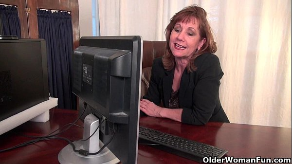 Office granny in pantyhose works her old pussy Thumb