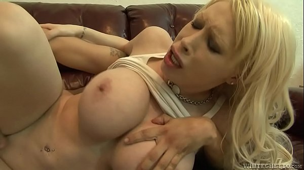 Candy Manson Fucked On Sofa