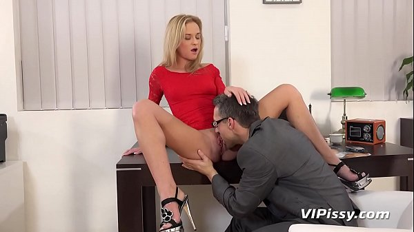 Piss Fuck - Blonde Vinna Reed gets wet and mess...