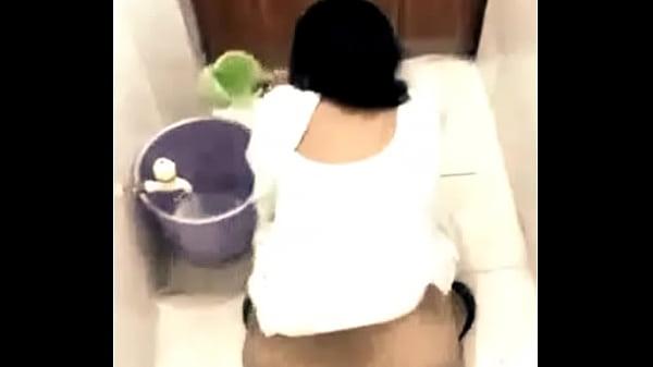 Muslim big ass aunty peeing hidden cam