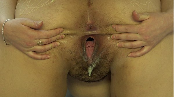 A girl masturbates her girlfriend pussy with a big ass. Thumb