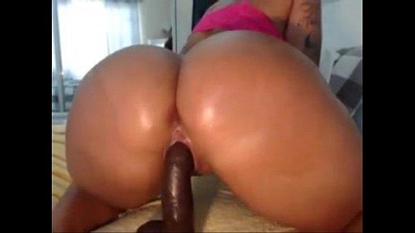 Slutscamgirls.com - Web Cam Girl huge ass make a hot show!