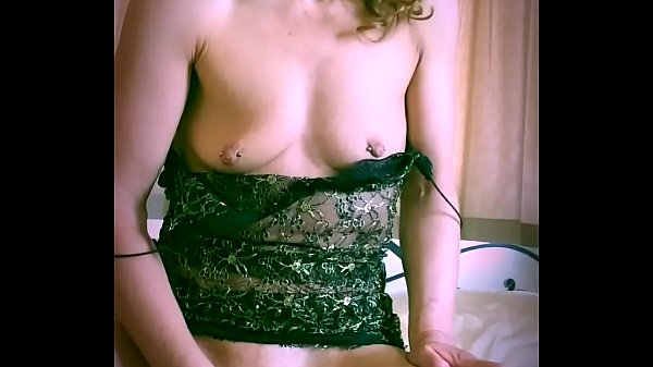 Bored housewife sexplores her pussy using an orange Thumb