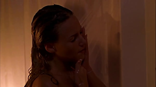 Tania Saulnier: Sexy Shower Girl (Shower Scene) - Smallville (English & French)