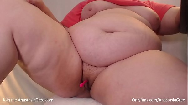 BBW Anastasia Gree spread her gorgeous hips and showed juicy pussy