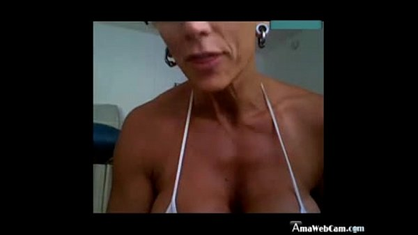 CamSlut Mature with huge clit