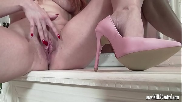 Milf wanks naked in just pink high heels Thumb