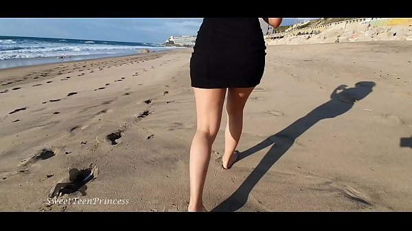 SHE HAD TO GET OUT HOME WHILE IN QUARENTINE BECAUSE OF COVID19 - A WALK ON THE BEACH MAKES HER HORNY Thumb