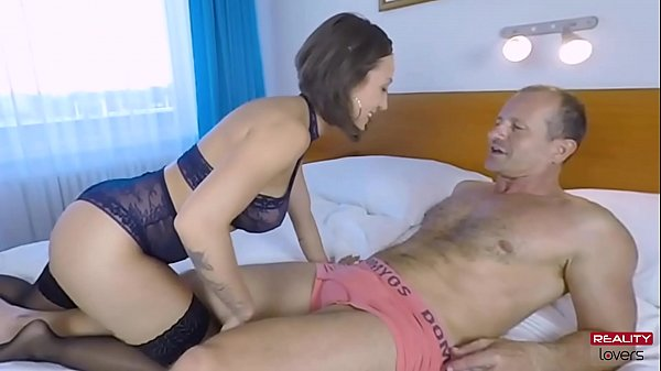 Sexy Squirting MILF Escort