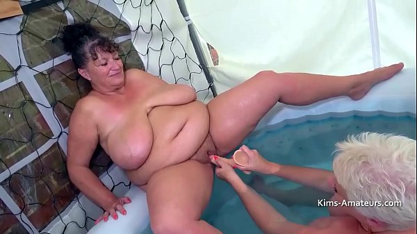 Mature plumpers playing in the pool Thumb