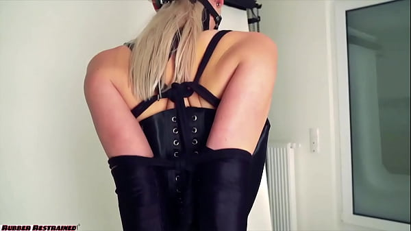 Arienh in corset hobbledress Thumb