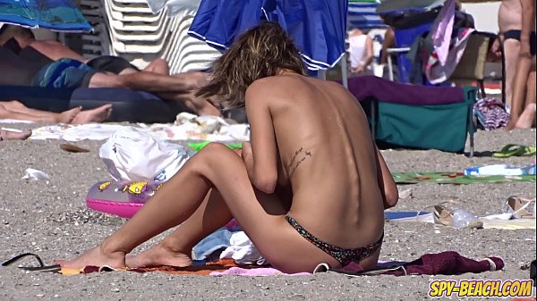 Amateur Young Gorgeous Topless Teens Beach Voyeur Close Up Video Thumb