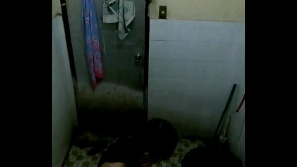 Ngintip cewek mandi