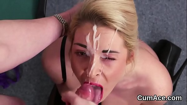 Kinky babe gets cumshot on her face swallowing all the sperm
