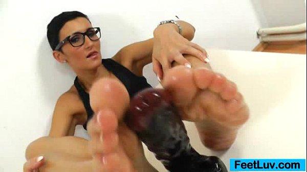 Shorthaired hottie Gabrielle Gucci feet fetish