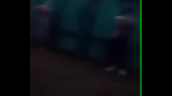 Vídeo flagra pegação gay em festa do carnaval 2014 de Floripa