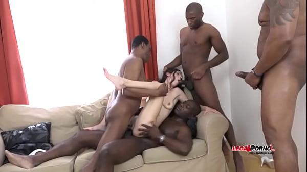 Video porno di donne gag cazzi enormi