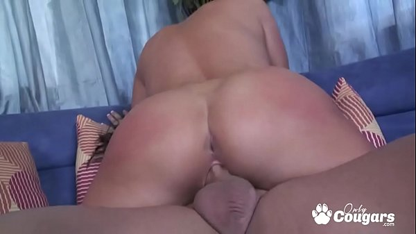 Carolyn Reese Bounces Her Big Ass On A Hard Dick