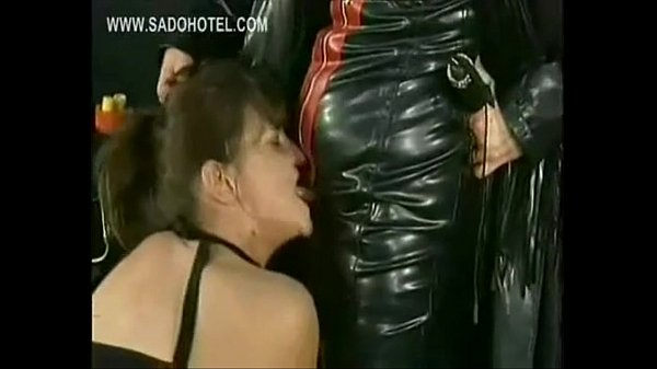 Dominatrix wearing latex spreads pussy lips of hot slave wit Short scene
