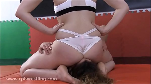 Arianne's Ass Humiliation - Facesitting Reverse...
