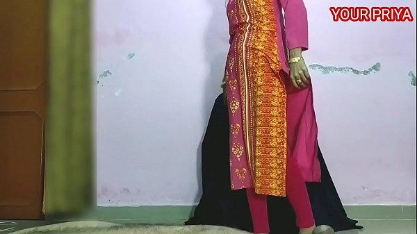 प्रिया को मनाया और गान्ड मारी। हिंदी आवाज के साथ
