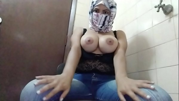 Hijab Arab Amateur MILF MOM Squirting Juicy Wet...