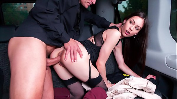 VIP SEX VAULT - Russian babe Arwen Gold gets fucked in the backseat of the car