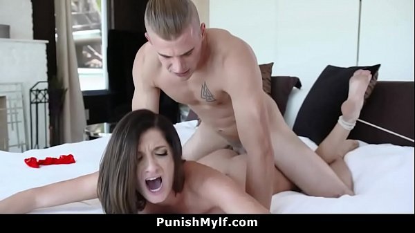 Silvia Wants to Cheat and Fucks Her Stepson