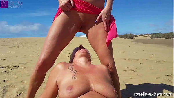 Kinky piss, leak and blow action on the beach and hotel pool with my girlfriend Dirty-Tina!