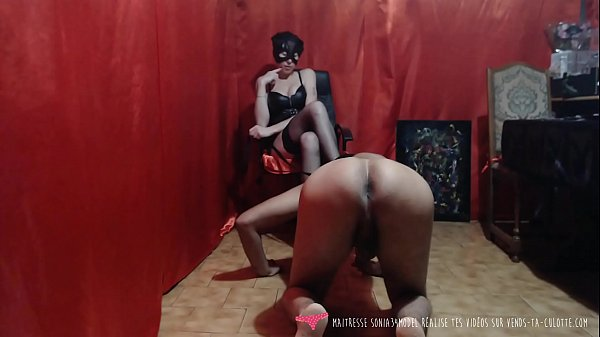 A french domina is playing with his slave: femd...