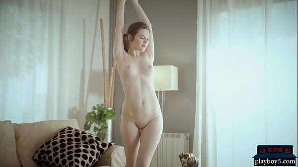 Gorgeous Russian MILF Serena Wood playing with some paint