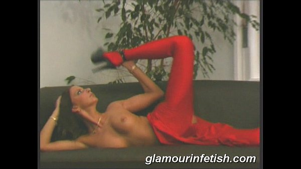 Glamorous babe spreading legs Thumb