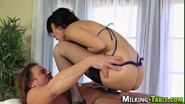 Asian masseuse facialized