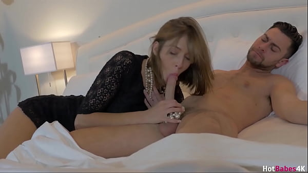 Gorgeous Babe Molly Manson Gets Splatted With Cum