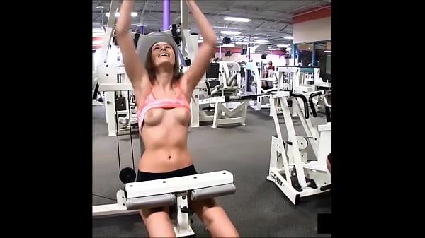 hot girls flashing at gym
