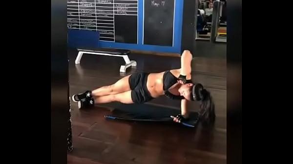En el gym sexi y sensual me gusta que me deseen----Hola amigo disculpa es que tengo a mi madre enferma ayudame por favor solo te pido que ingreses y le des saltar publicidad en este enlace http://metastead.com/20242551/ayudame