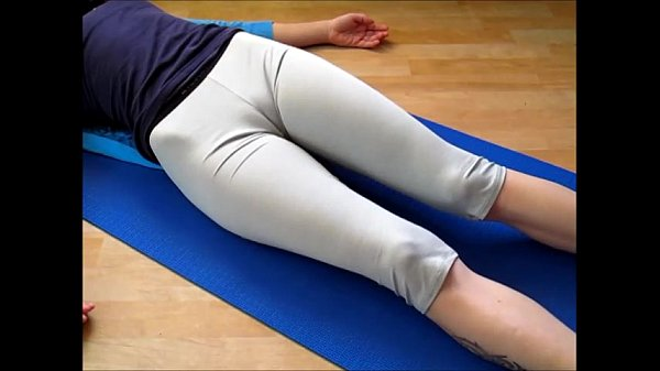 Cameltoe in yogapants - workout by sexy girl